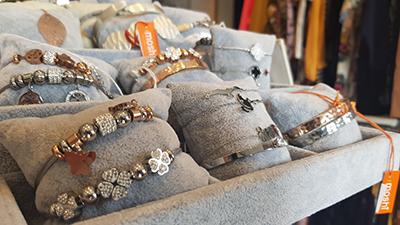 Vente d'accessoires de mode à Tournai